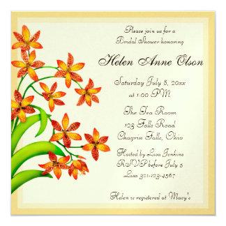 """La ducha nupcial de las flores del lirio del invitación 5.25"""" x 5.25"""""""