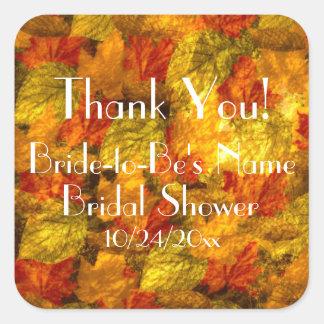 La ducha nupcial de las hojas de otoño le agradece pegatina cuadrada