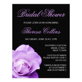 La ducha nupcial del boda color de rosa púrpura ro invitación personalizada