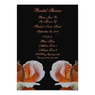 """La ducha nupcial floral del negro de los capullos invitación 5"""" x 7"""""""
