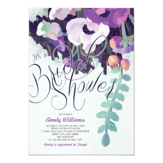 """La ducha nupcial floral púrpura romántica invita invitación 5"""" x 7"""""""