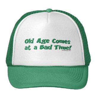¡La edad avanzada viene en un mal momento! Gorros Bordados