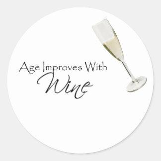 La edad mejora con el vino etiquetas redondas