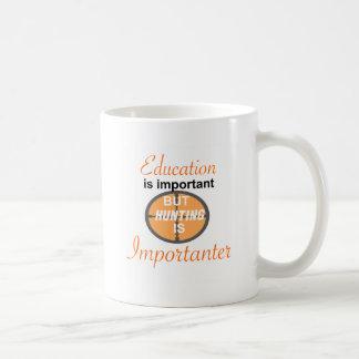 LA EDUCACIÓN ES IMPORTANTE. CAZA IMPORTANTER TAZA DE CAFÉ
