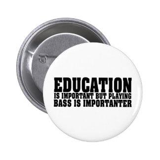 La educación es texto importante del negro del pin redondo de 2 pulgadas