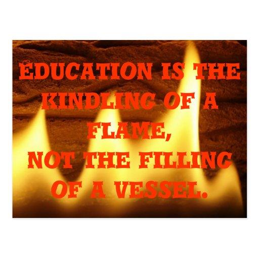 La educación es una llama tarjetas postales