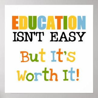 La educación lo vale póster