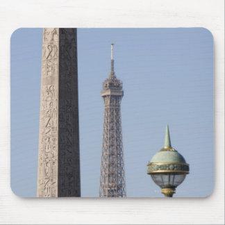 La en el lugar egipcio del del obelisco y de la lá tapete de raton