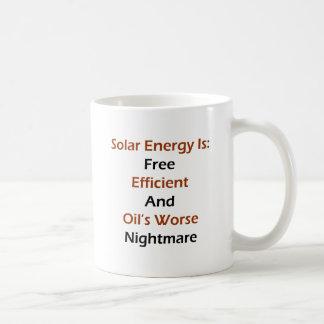 La energía solar es libremente Nig peor eficiente  Taza Básica Blanca