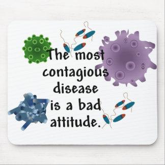 La enfermedad más contagiosa es una mala actitud alfombrillas de ratones