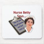 """La enfermera Betty dice, """"puesto sus bragas grande Alfombrillas De Raton"""