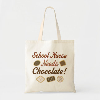 La enfermera de la escuela necesita el chocolate bolsa