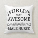 La enfermera de sexo masculino más impresionante d almohada