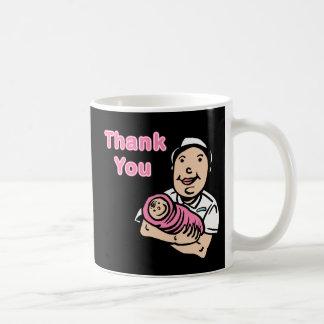 la enfermera del chica le agradece taza