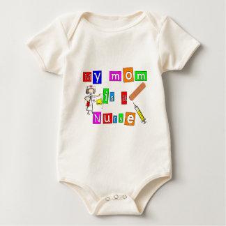 """La enfermera embroma """"mi mamá es las camisetas mameluco de bebé"""