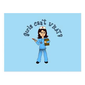 La enfermera en azul friega (la luz) tarjeta postal