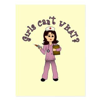 La enfermera en rosa friega (la luz) tarjeta postal