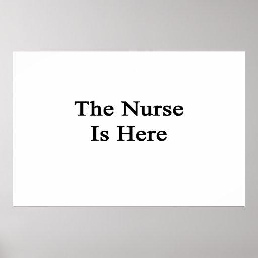 La enfermera está aquí poster