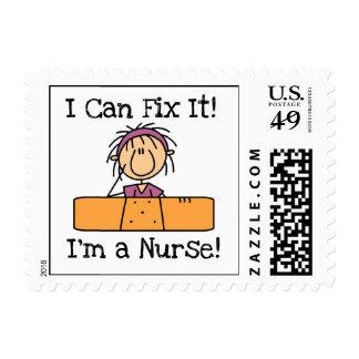 La enfermera I puede fijarlo las camisetas y los Timbres Postales