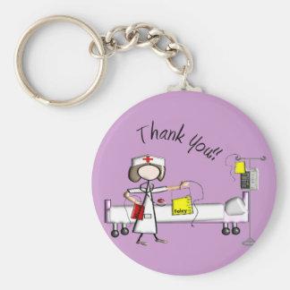 """La enfermera """"le agradece"""" los regalos llavero"""