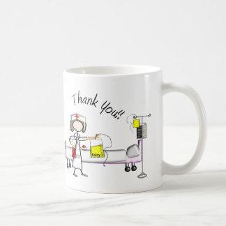 """La enfermera """"le agradece"""" los regalos taza"""