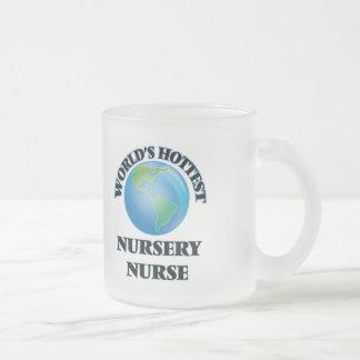 La enfermera más caliente del cuarto de niños del taza