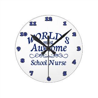 La enfermera más impresionante de la escuela del m reloj redondo mediano