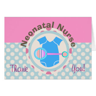 La enfermera neonatal le agradece cardar tarjeta de felicitación