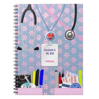 La enfermera personalizada embolsa rosa y la libreta