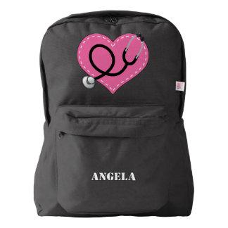 La enfermera personalizó la mochila del regalo del
