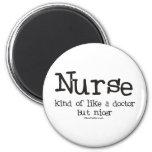 La enfermera un poco tiene gusto de un doctor pero imanes de nevera