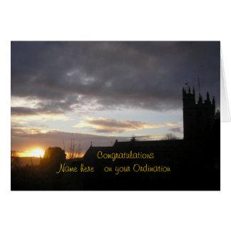 La enhorabuena en personalizar de la ordenación añ felicitación