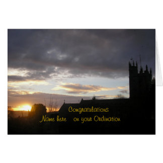 La enhorabuena en personalizar de la ordenación añ tarjeta de felicitación