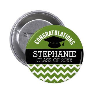 La enhorabuena gradúa - la graduación negra verde pin redondo de 2 pulgadas
