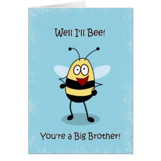 La enhorabuena hermano mayor, manosea la tarjeta d