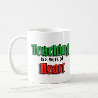 La enseñanza es un trabajo de la versión de texto  taza básica blanca