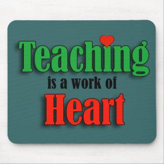 La enseñanza es un trabajo del corazón tapetes de raton