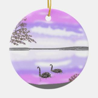 La escena hermosa de la puesta del sol del lago de adorno navideño redondo de cerámica