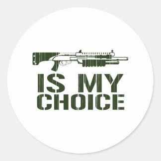 La escopeta es mi opción - arma del juego del etiquetas redondas