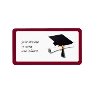 La escuela colorea el rojo para el graduado etiqueta de dirección