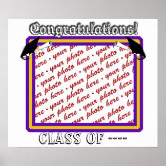La escuela colorea púrpura y el marco de la gradua posters