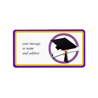 La escuela de la graduación colorea púrpura y el etiquetas de dirección