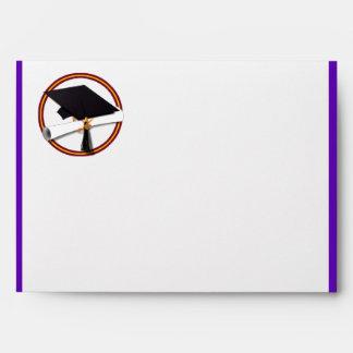 La escuela de la graduación colorea púrpura y el o