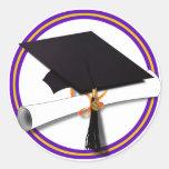 La escuela de la graduación colorea púrpura y el etiqueta redonda