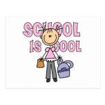 La escuela del chica es fresca tarjeta postal