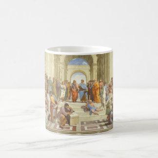 La escuela del fresco de Atenas de Raffaello Sanzi Taza Básica Blanca