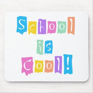 La escuela es colores frescos del arco iris alfombrillas de raton