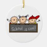 La escuela es fresca adorno de navidad