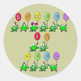 La escuela es fresca - las ranas etiqueta redonda