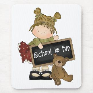 La escuela es regalo de la escuela de la diversión mousepad